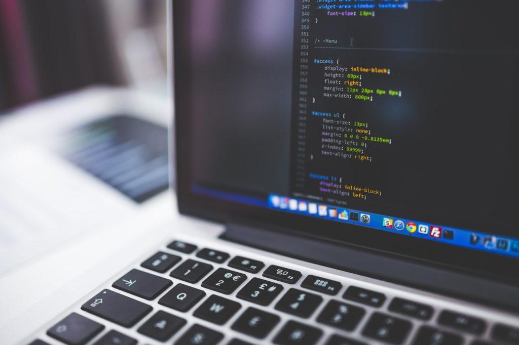 laptop-with-deveploment-website-code